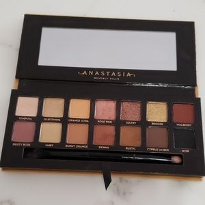 Anastasia  soft glam eye shadow palette